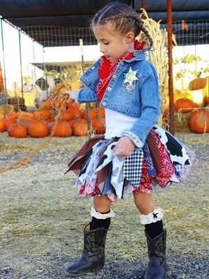 Adorable cowgirl costume idea for a little girl or toddler girl