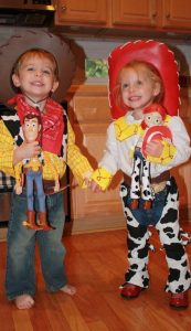 LOVE these Toy Story costumes! Woody and Jessie!